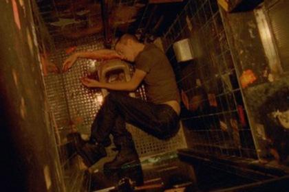 Critique du film Enter the Void & analyse #EntertheVoid sur Strange ...